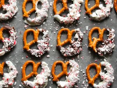 peppermint-bark-pretzels-5-682x1024